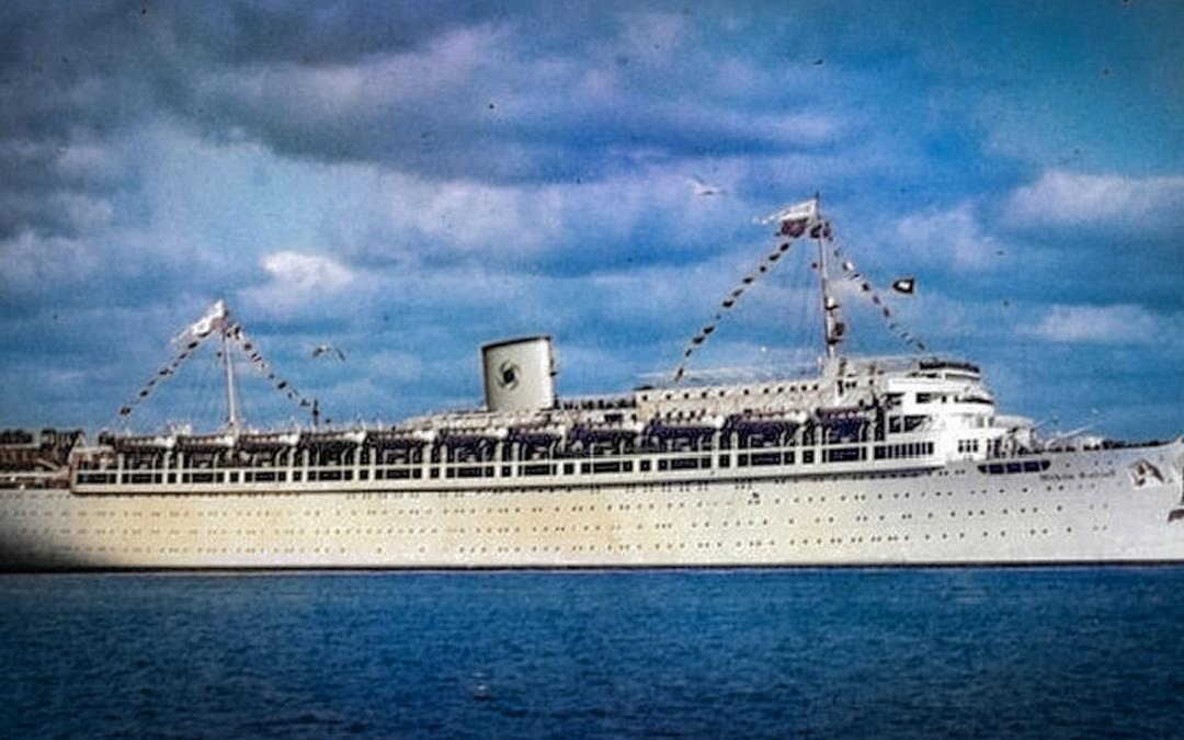 El Wilhelm Gustloff: la pitjor tragèdia naval de la història 9000 refugiats, més de la meitat nens, van morir en el naufragi causat pel submarí soviètic S-13 la nit del 30 de gener del 1945