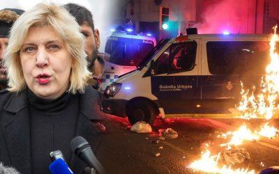 La justícia espanyola fa befa de les advertències europees i s'enquista en el lawfare i els muntatges El tinent de l'exèrcit que va amenaçar amb una solució armada per a Catalunya rep una sanció de vuit dies; sis antifeixistes aniran a presó per manifestar-se contra Vox tot i no haver-hi proves concloents
