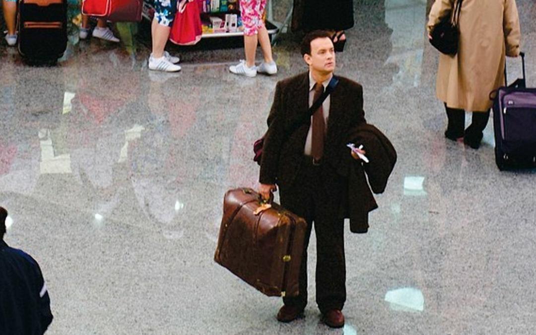 Una parella catalana reviu a Islàndia el malson de Tom Hanks a la pel·lícula 'La terminal' La policia del país nòrdic li pren la documentació i la tanca a un hotel de l'aeroport esperant ser retornats a Espanya