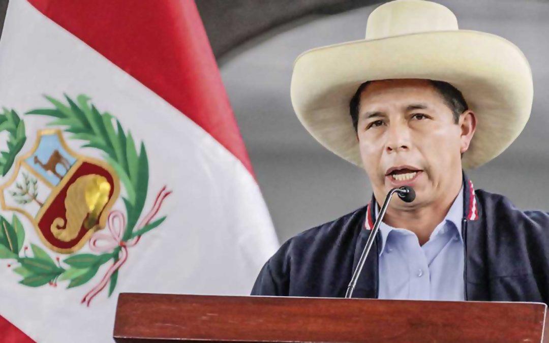 El nou president del Perú esvera la caverna mediàtica en retreure a la corona espanyola l'extermini dels indígenes Pedro Castillo se salta el protocol per recordar davant de Felip VI els tres segles d'explotació de l'antic imperi on no es ponia el sol