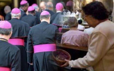 Bisbes en una església-donatius