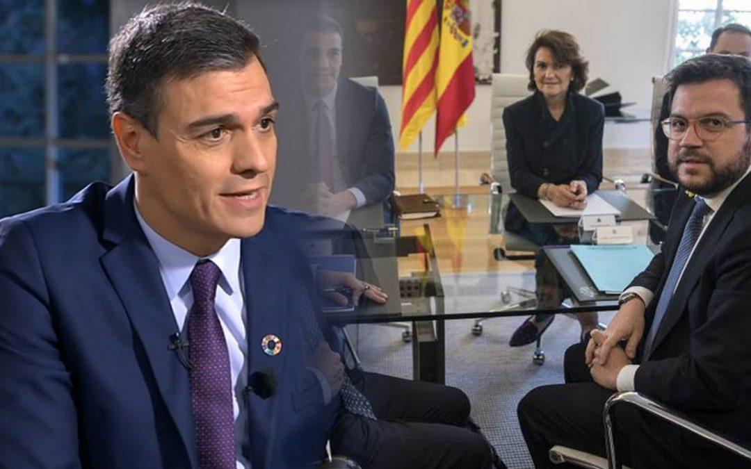 Fins Pedro Sánchez anuncia finalment que acudirà a la taula de diàleg La seva presència i l'ampliació de l'aeroport miren de ressuscitar una taula que l'independentisme que no cobra per ser-ne, veu morta